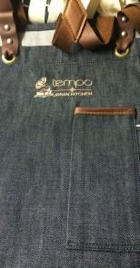 סינר ג'ינס אבזמים ושילוב עור