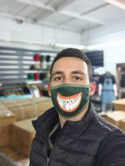 מסכת פנים עם לוגו ייגר מאסטר